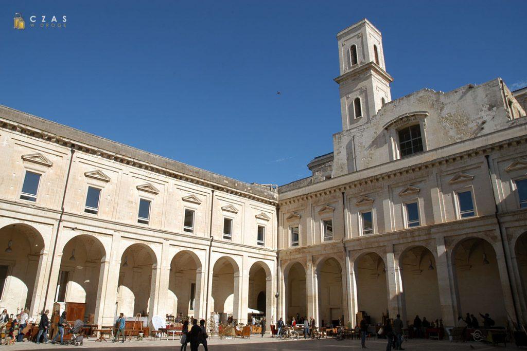 Lecce - dziedziniec jednego z pałaców w centrum miasta