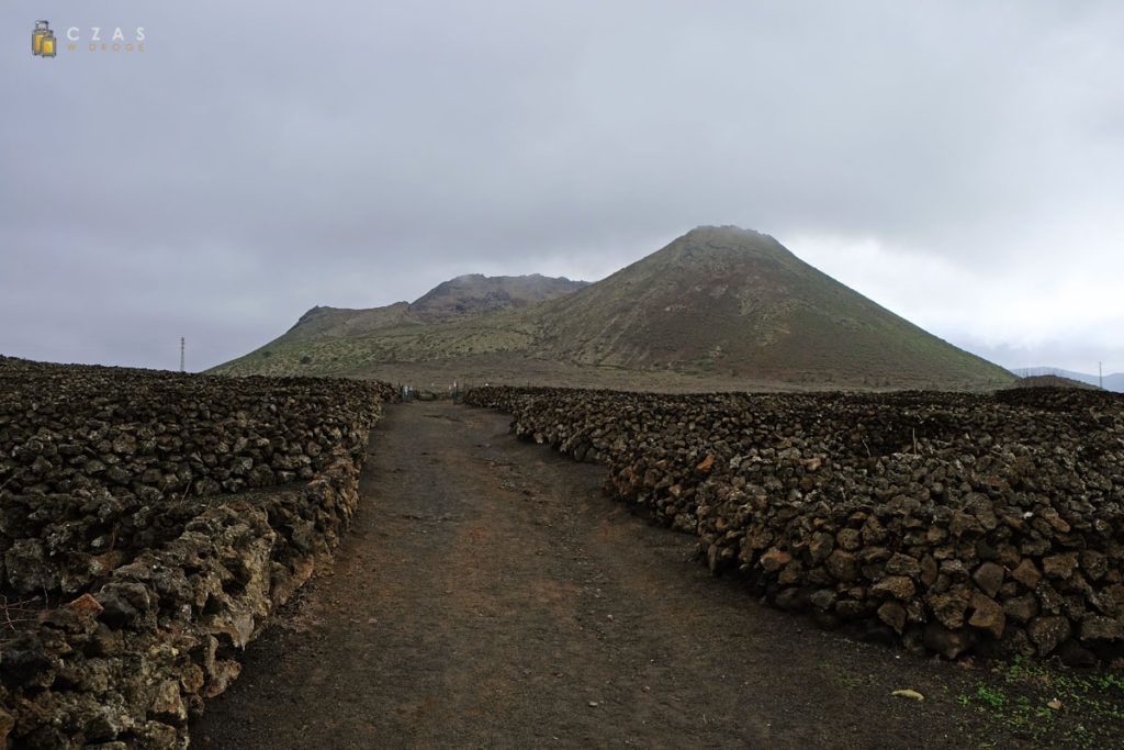 Widok na Monte Corona z okolic początku trasy