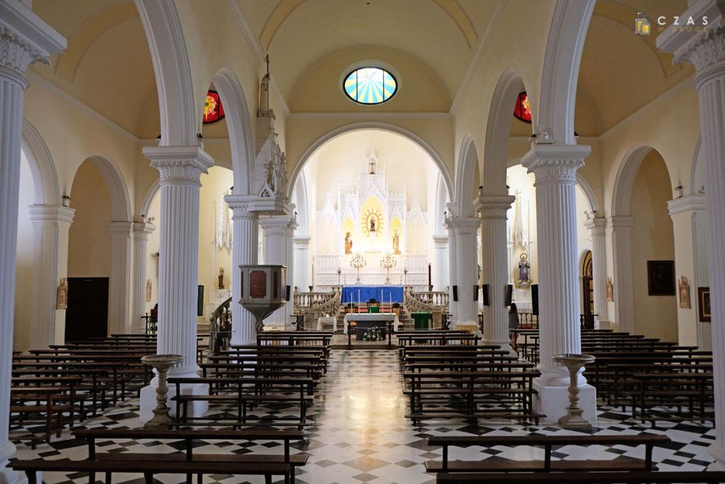 Wnętrze kościoła pw. Matki Boskiej z Gwadelupy