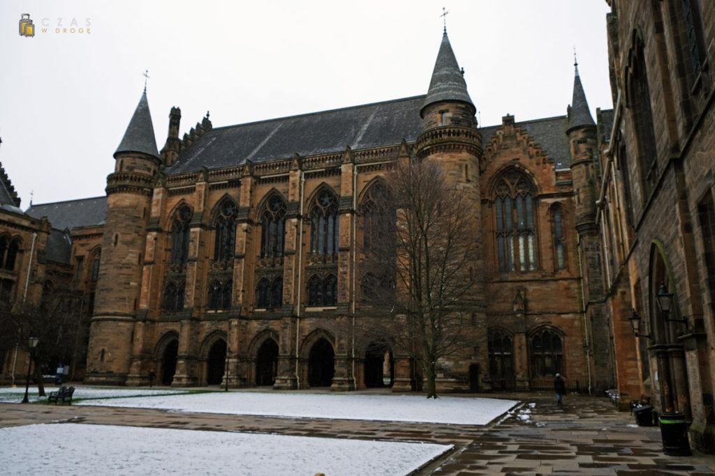 Jeden z dziedzińców głównego budynku uniwersytetu w Glasgow
