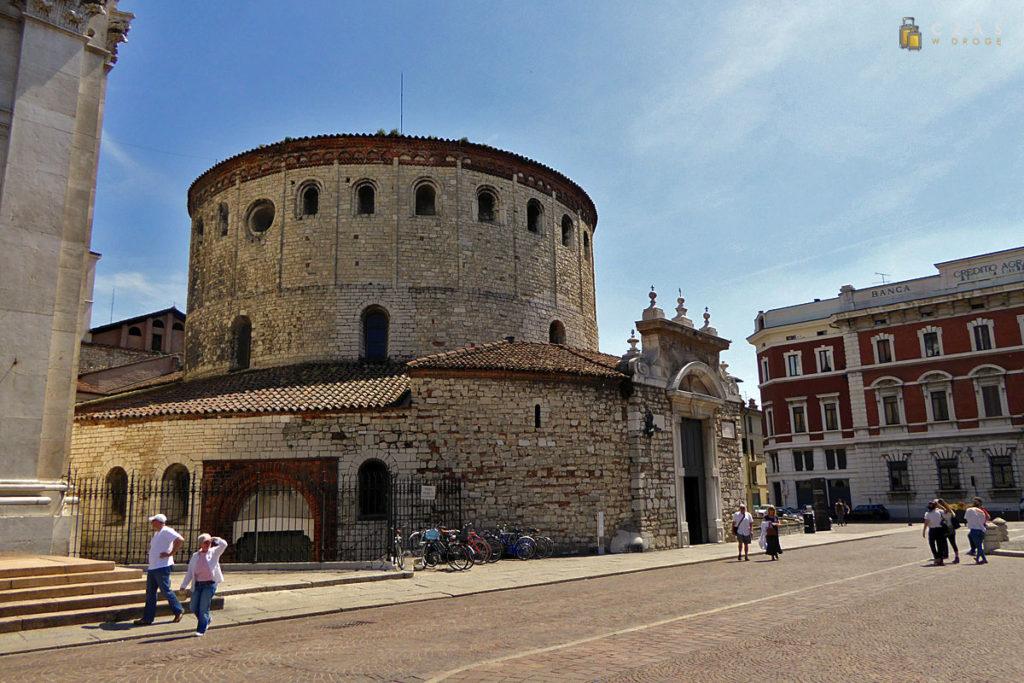 Stara katedra przy Piazza Paolo VI