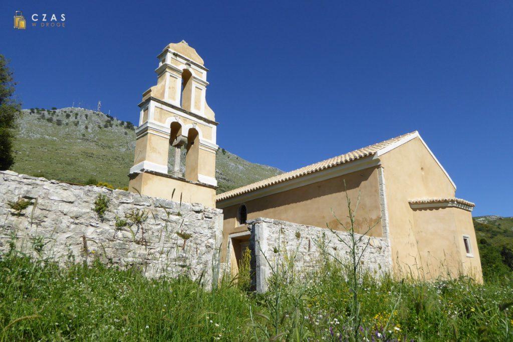 Kościół w Paleo Chorio (w tle Pantokrator)