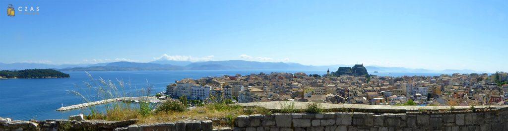 Widok z Nowej Twierdzy na starówkę Korfu i Starą Twierdzę