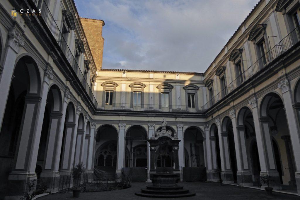 Dziedziniec San Lorenzo Maggiore