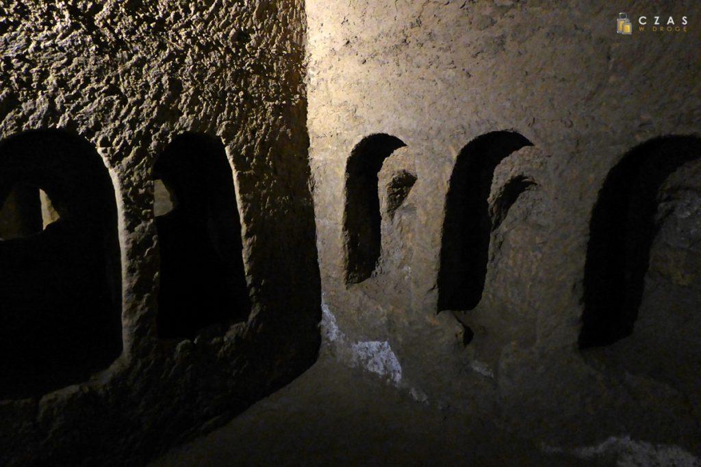 San Gaudioso / Wnęki w których następował rozkład ciał