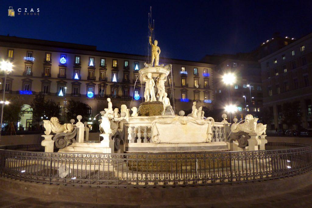 Fontanna Neptuna przy Piazza Municipio