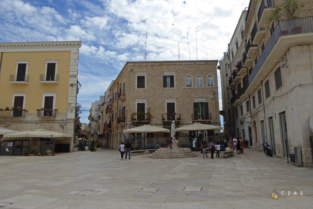 Bari - jeden z placów starego miasta