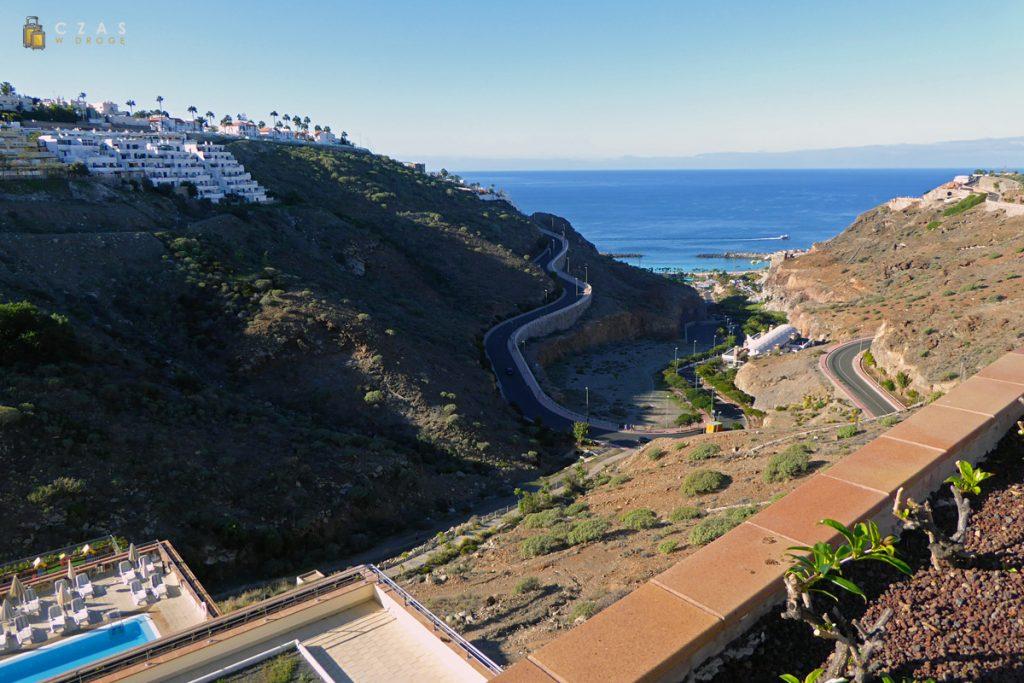 Widok z hotelu w stronę plaży (Amadores)