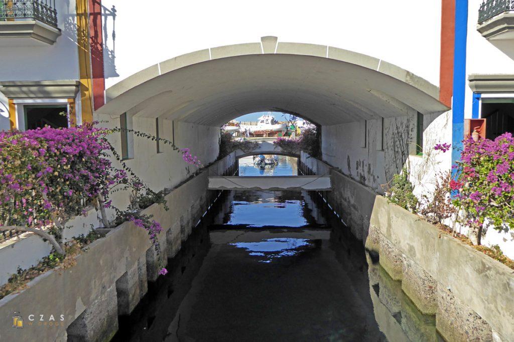 Jeden z kanałów pomiędzy portem a przystanią