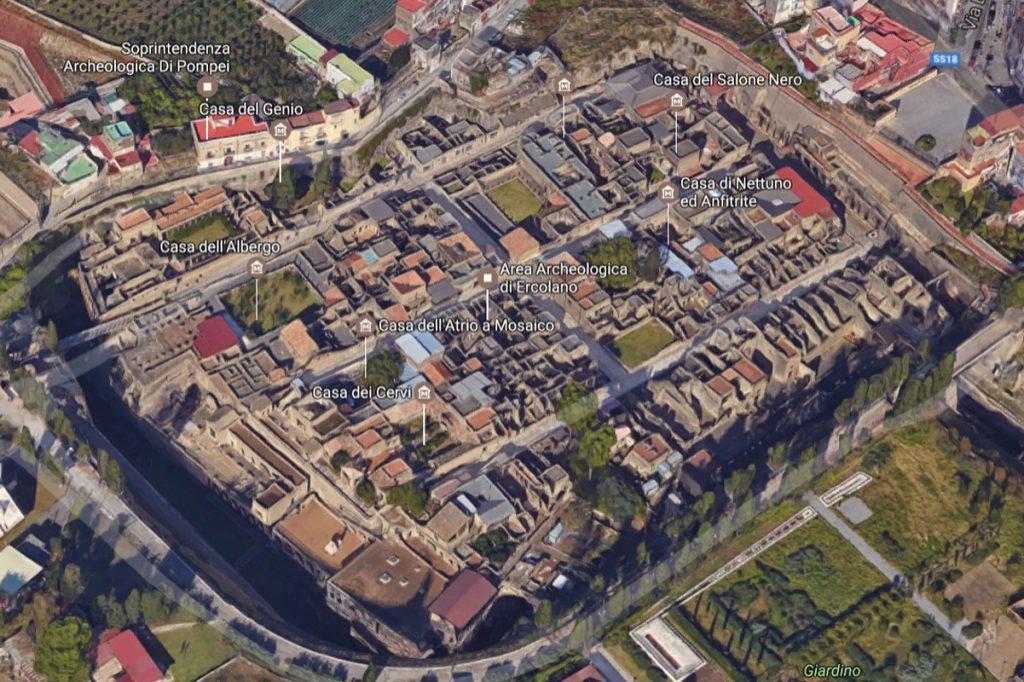 Obszar wykopalisk z lotu ptaka / Google Maps