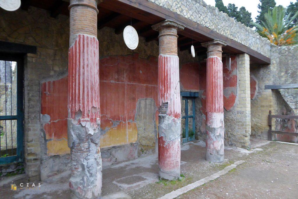 Zdobione koloumny w Domu Telefosa