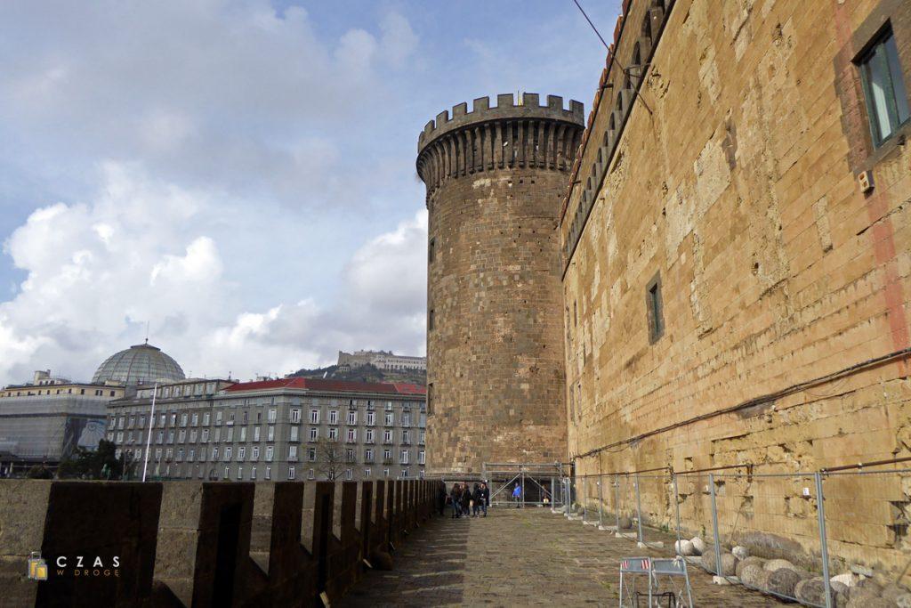Zewnętrzne mury Castel Nuovo