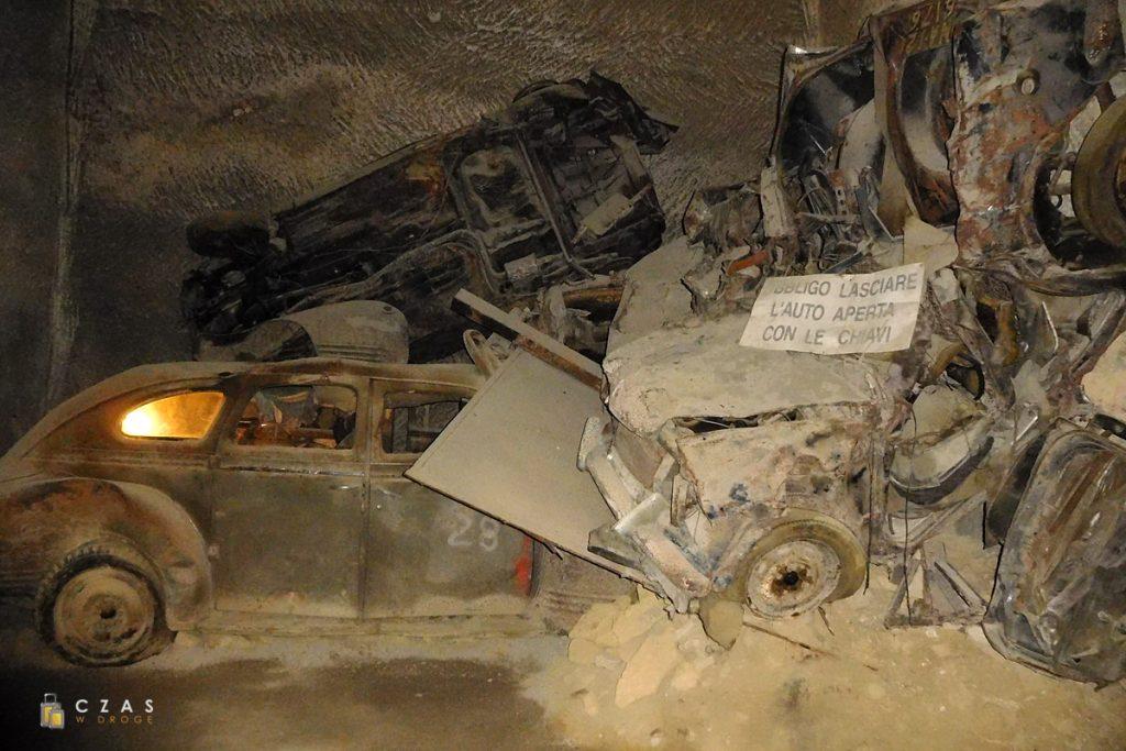 Galleria Borbonica - wraki skonfiskowanych pojazdów