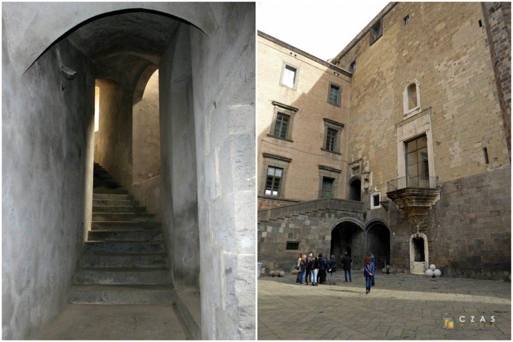 Castel Nuovo - zejście do podziemi / dziedziniec zamkowy