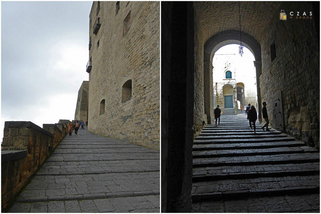 Droga na górę Castel dell'Ovo
