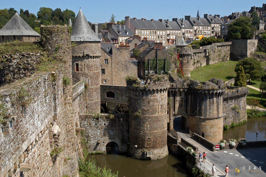 Mury i brama Notre-Dame