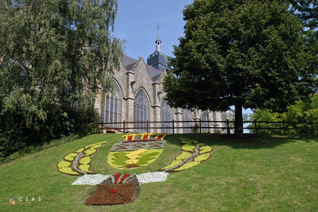 Kościół św. Leonarda widziany z ogrodów miejskich