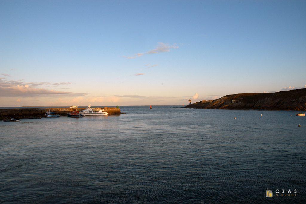 Port w Le Conquet o poranku