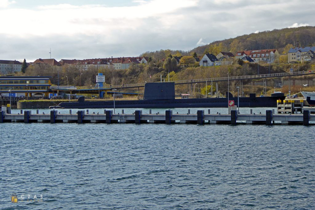 H.M.S. Otus widziany z falochronu portu w Sassnitz