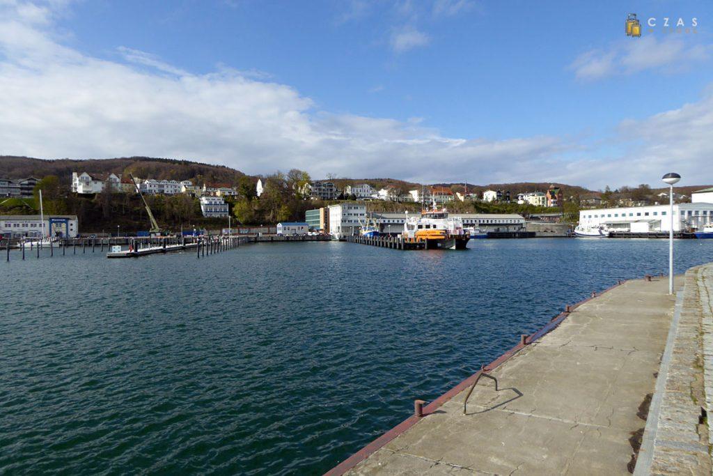 Port w Sassnitz widziany z falochronu