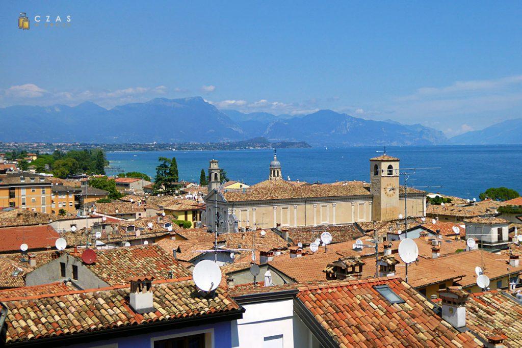 Widok na Desenzano i jezioro Garda z zamku