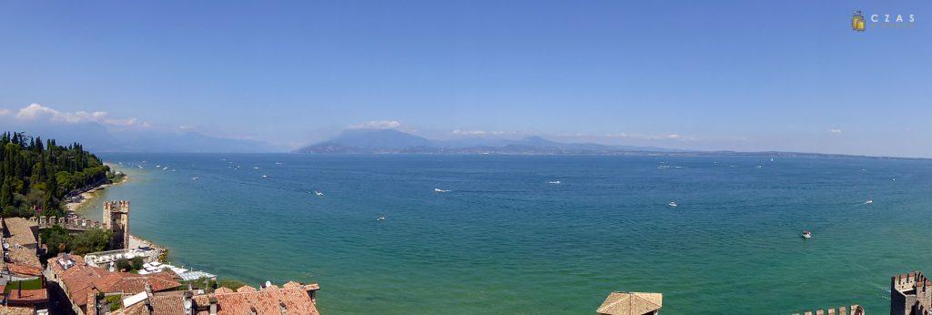 Panorama jeziora Garda z zamku w Sirmione
