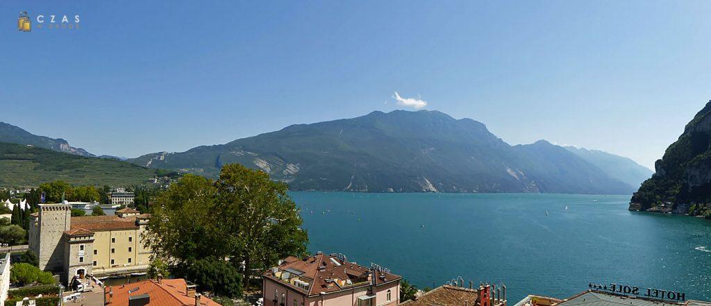 Panorama jeziora Garda z Torre Apponale