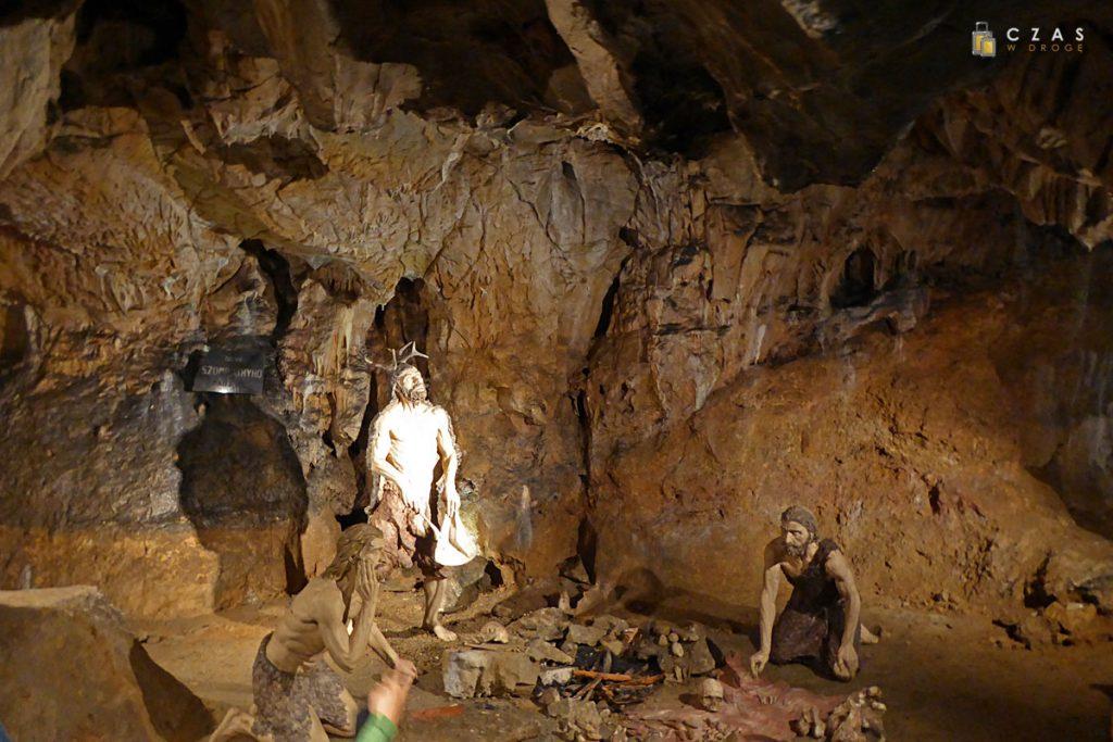 Jaskinie Mladečke - inscenizacja osady kromanionczyków