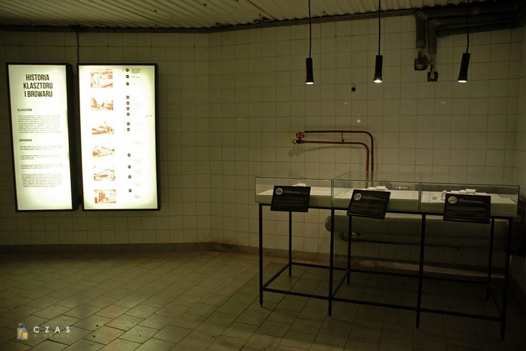 W tym pomieszczeniu poznamy bliżej historię klasztoru, w którego budynkach funkcjonował browar.
