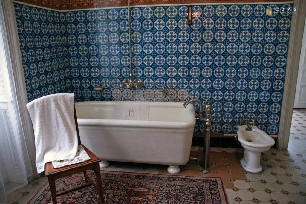 Łazienka z oryginalnym wyposażeniem