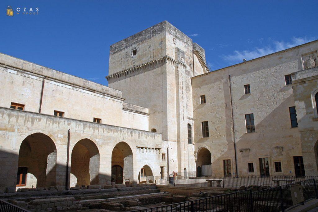 Lecce - dziedziniec zamku Karola V