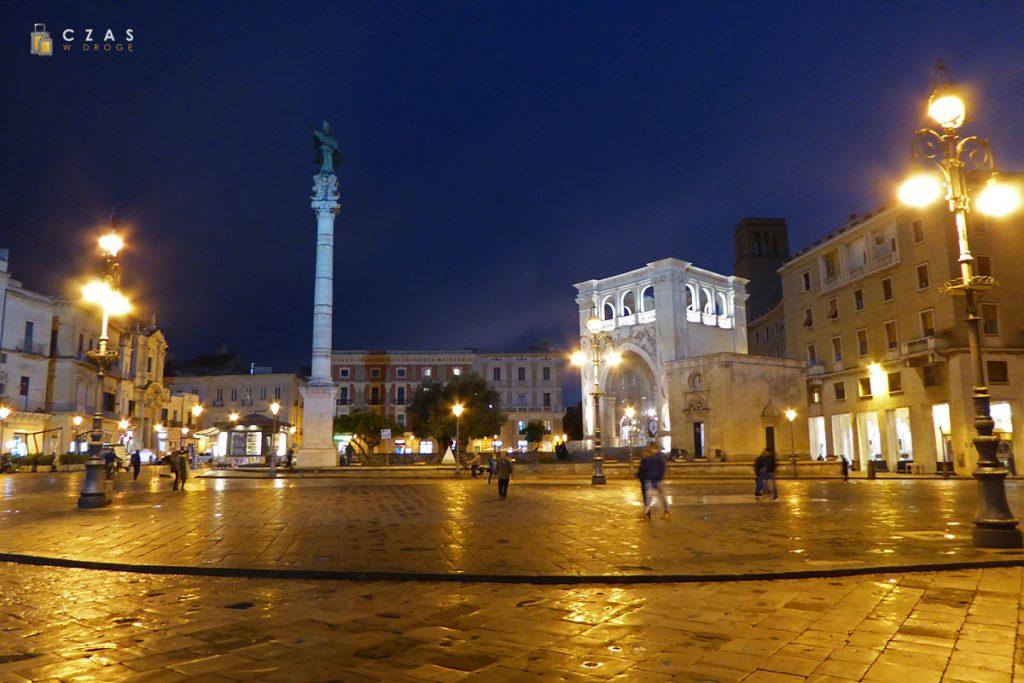 Lecce - Piazza Sant'Oronzo po zmroku