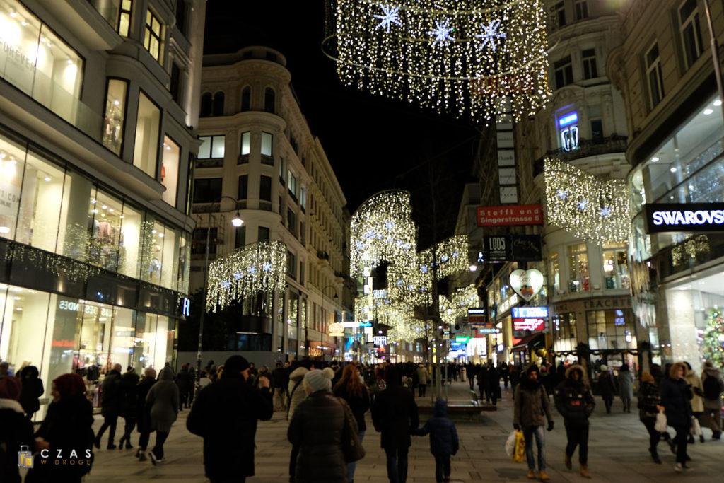 Centrum Wiednia jest pięknie ustrojone - Kärntnerstrasse