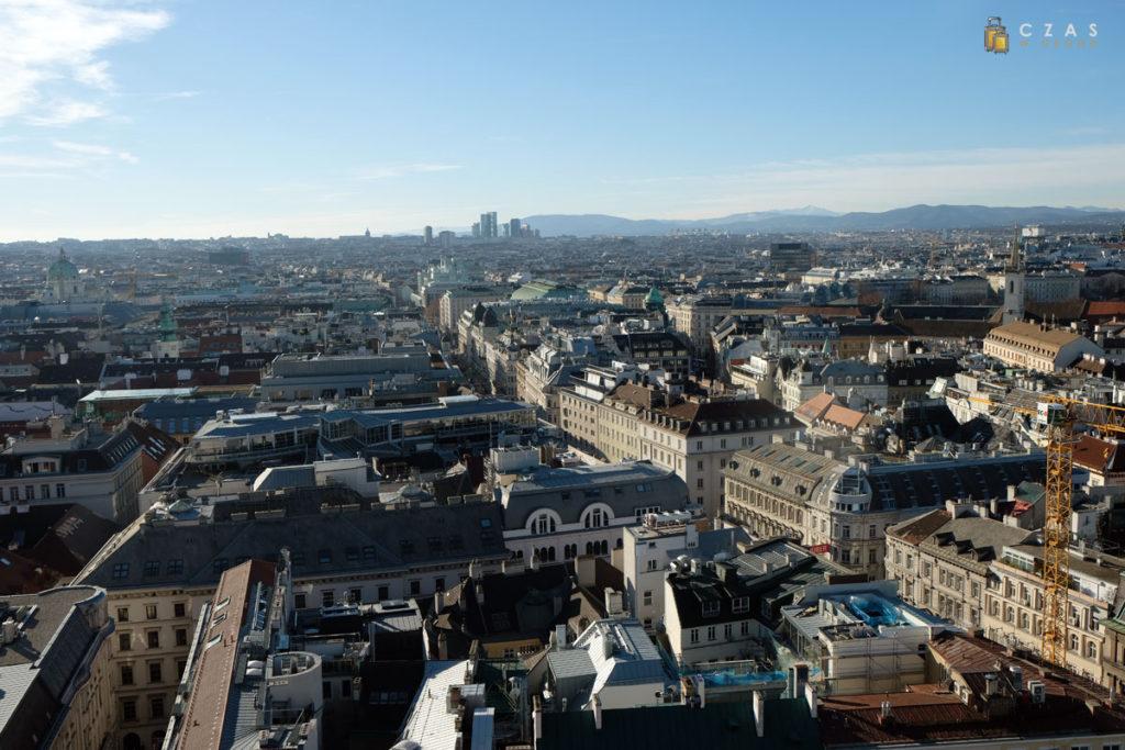 Widok na Wiedeń ze szczytu wieży południowej katedry św. Stefana
