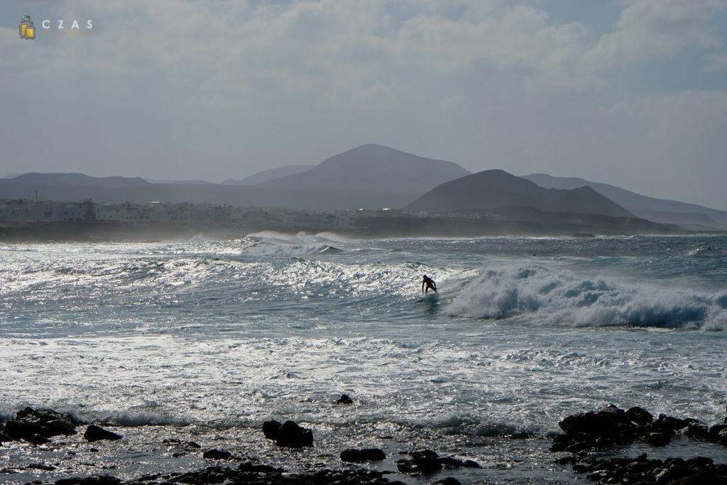 Ze względu na świetne warunki wyspę ukochali sobie surferzy...