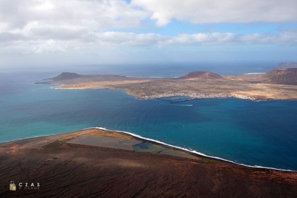 Graciosa widziana z Mirador del Rio na Lanzarote