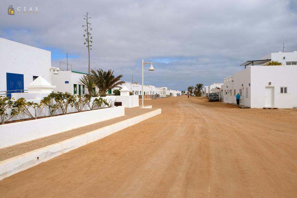 Piaszczyste ulice Caleta del Sebo