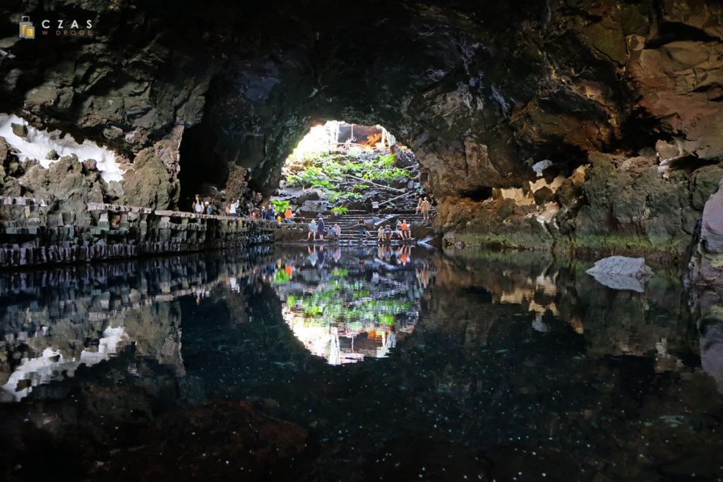 Podziemne jeziorko w Jameos del Agua