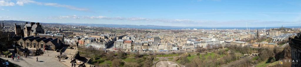 Panorama Edynburga z murów zamku