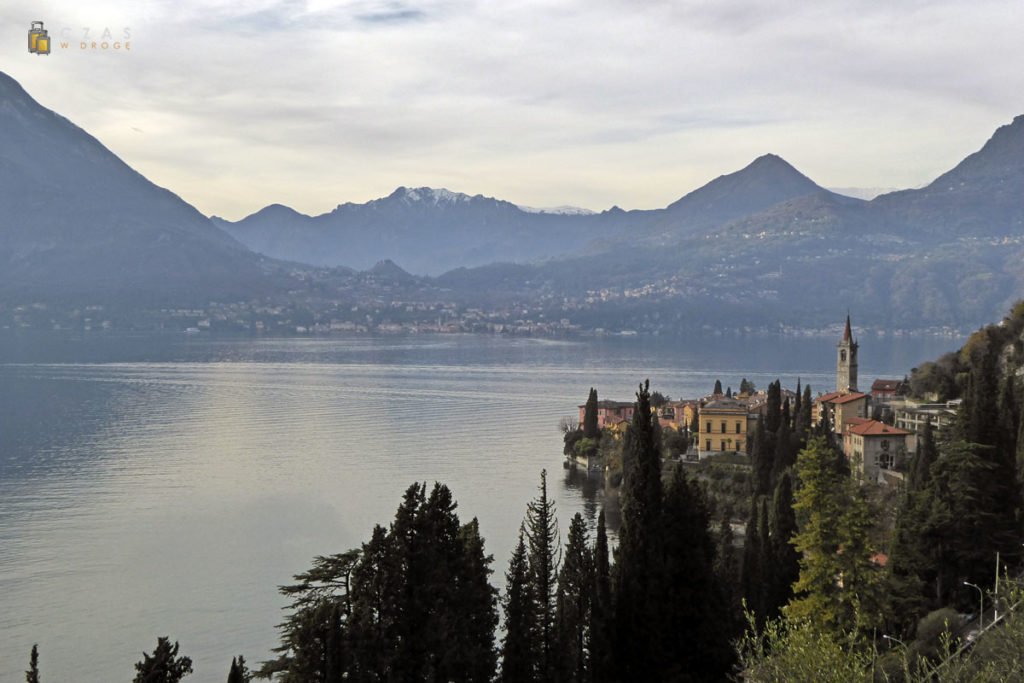 Jezioro Como w jesiennym anturażu :). Na pierwszym planie Varenna.