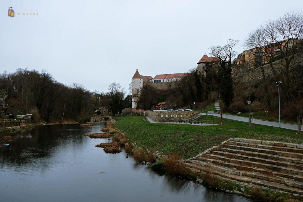 Widok znad Sprewy w stronę zamku Ortenburg
