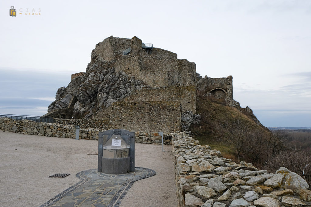 Widok na najwyższą część zamku Devín