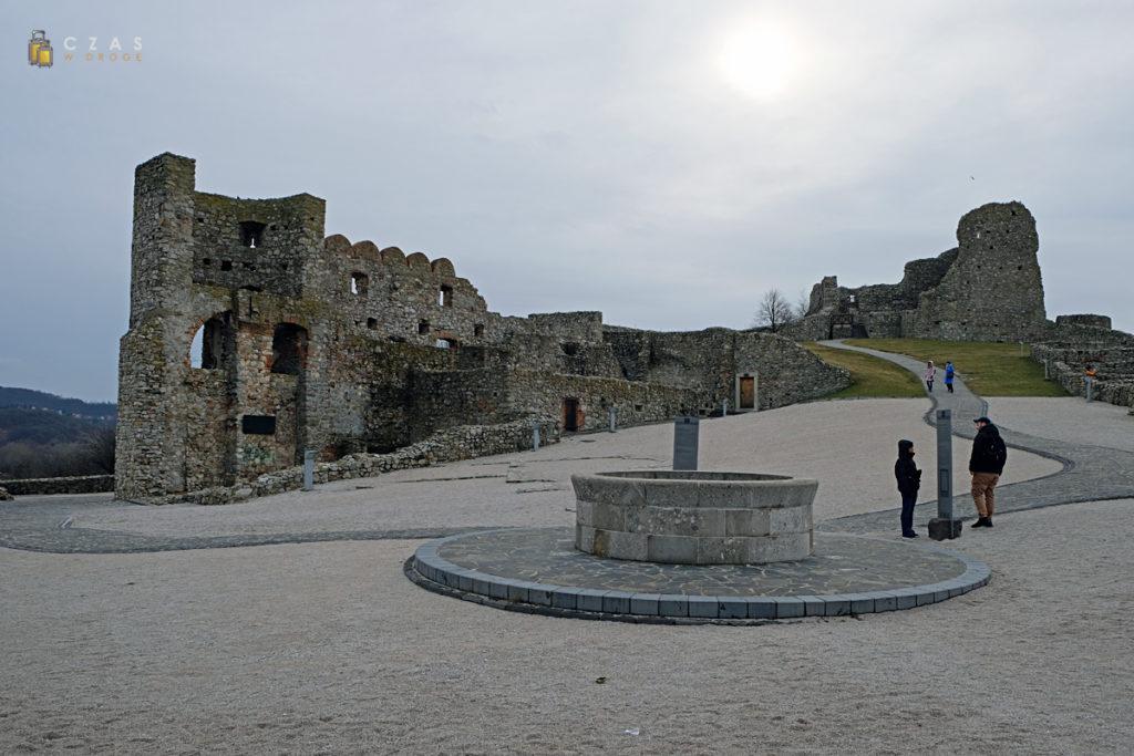 Główny plac ze studnią
