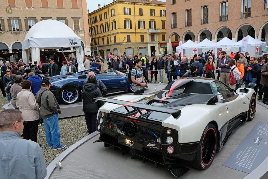 Na Piazza Grande również królowały samochody ;)